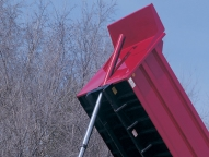 Marathon's body mount lifts directly on the longbeams for efficient power delivery and superior stability throughout the dump cycle.