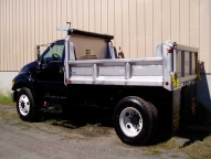 Available stainless steel vertical side braces and tailgate bracing add extra strength.