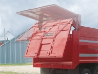 Optional hydraulic tailgate dramatically increases dumping clearance.